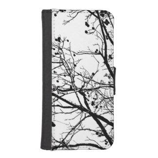 Árbol blanco y negro del invierno funda tipo billetera para iPhone 5