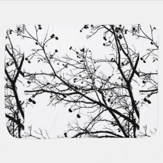 Árbol blanco y negro del invierno mantita para bebé