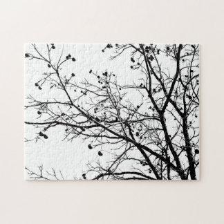 Árbol blanco y negro del invierno puzzle