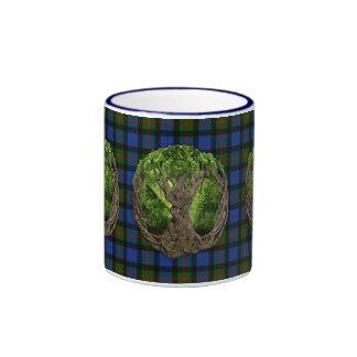 Árbol céltico de la vida y del tartán de Gunn del Taza De Dos Colores