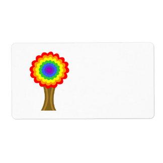Árbol colorido brillante en colores del arco iris etiquetas de envío