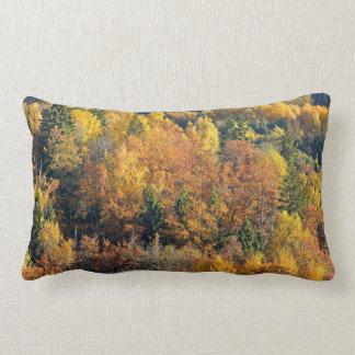 Árbol colorido en Sigulda Cojín