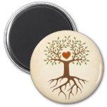 Árbol con el corazón y las raíces iman de frigorífico