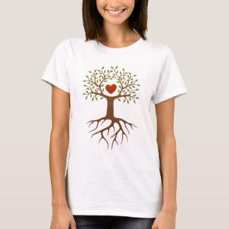 Árbol con el corazón y las raíces playera