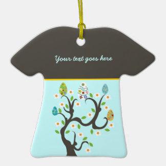 Árbol con el ornamento del personalizado de los ornamentos de navidad