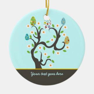 Árbol con el ornamento del personalizado de los ornamentos de reyes magos