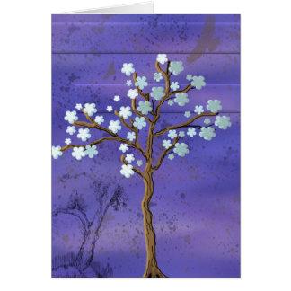 Árbol con las flores en fondo azul