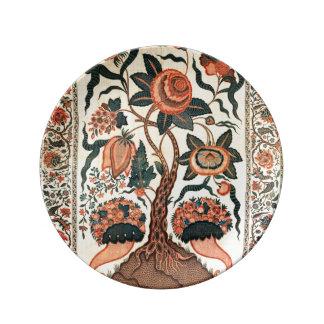 Árbol con las flores y los cuernos de la abundanci plato de cerámica