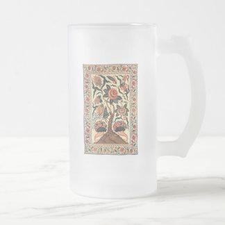 Árbol con las flores y los cuernos de la taza cristal mate