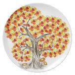 Árbol con las hojas de la caída plato