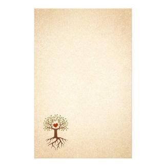 Árbol con las raíces y los efectos de escritorio e papeleria personalizada