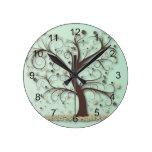 Árbol con las ramas que remolinan reloj de pared