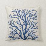 Árbol coralino en azul real almohada