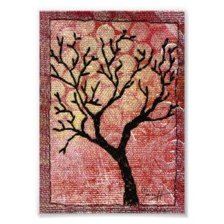 Árbol cosido en la lona pintada - rojo fotografía