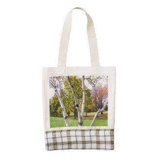 Árbol de abedul en el parque bolsa tote zazzle HEART