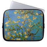 Árbol de almendra floreciente de Van Gogh, flores Funda Portátil
