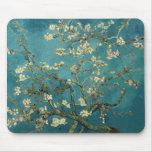 Árbol de almendra floreciente de Van Gogh Tapetes De Ratón