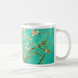 Árbol de almendra floreciente de Vincent van Gogh Taza Básica Blanca