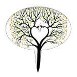 Árbol de amor con las ramas, los pájaros y los cor decoración de tarta