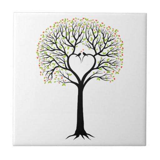 Árbol de amor con las ramas, los pájaros y los cor azulejo cuadrado pequeño