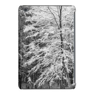 Árbol de arce resumido en nieve funda de iPad mini