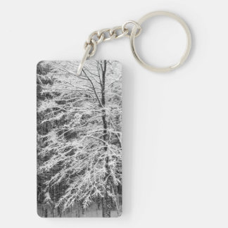 Árbol de arce resumido en nieve llavero rectangular acrílico a doble cara