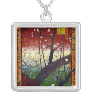Árbol de ciruelo floreciente (después de Hiroshige Colgante Cuadrado