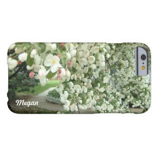 Árbol de Crabapple en modelo femenino floral de la Funda Barely There iPhone 6