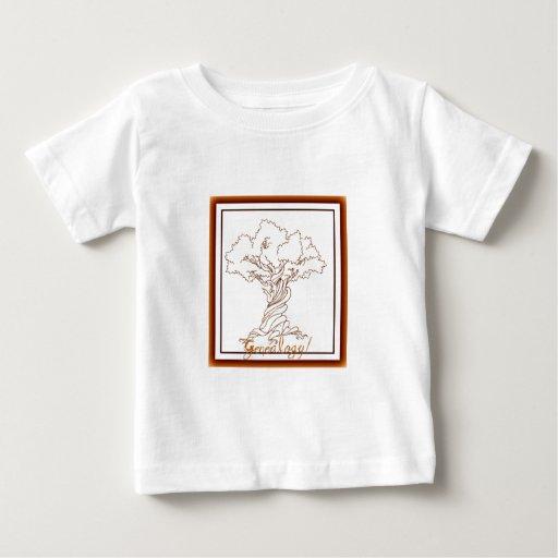 Árbol de familia de la genealogía con una torsión camiseta