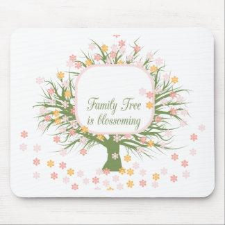 Árbol de familia floreciente alfombrilla de raton