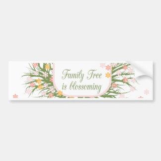 Árbol de familia floreciente etiqueta de parachoque