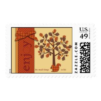 Árbol de la bellota con la ardilla para la acción sellos postales
