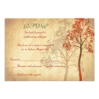 Árbol de la caída del otoño del moho que casa la t