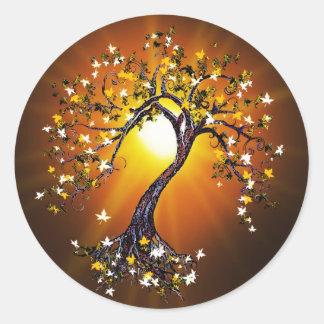 Árbol de la caída del otoño en el Rev 2 de los Pegatina Redonda