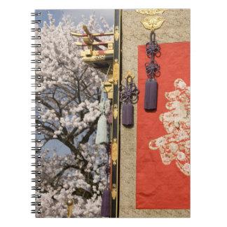 Árbol de la flor de cerezo y tapicería de la seda  libreta espiral