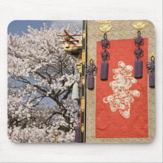 Árbol de la flor de cerezo y tapicería de la seda  tapetes de ratón