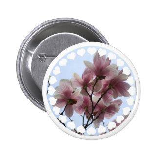 Árbol de la magnolia en botón de la floración