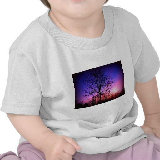 Árbol de la puesta del sol camisetas