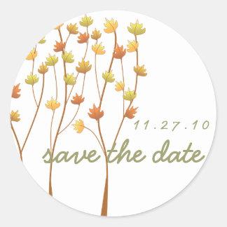 Árbol de la ramita de la caída - ahorre la fecha pegatina redonda