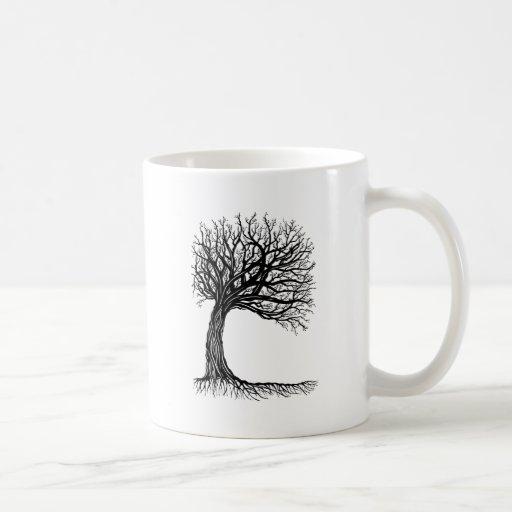 árbol de la vida azotado por el viento taza básica blanca