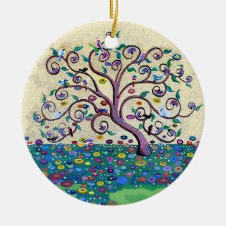 Árbol de la vida con los pájaros adorno navideño redondo de cerámica