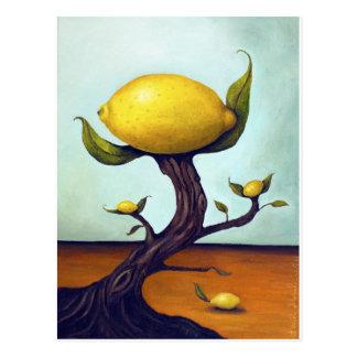 Árbol de limón surrealista postal