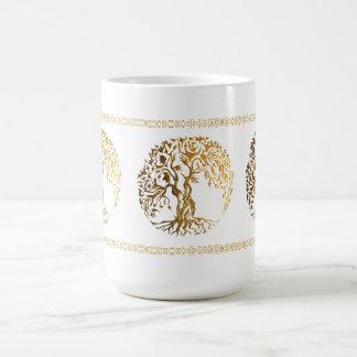 Árbol de Mehndi de la vida (oro) Taza Básica Blanca