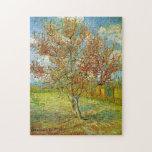 Árbol de melocotón rosado en la reminiscencia del puzzle