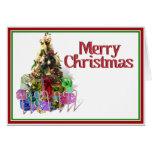 Árbol de navidad adornado con los presentes tarjeta