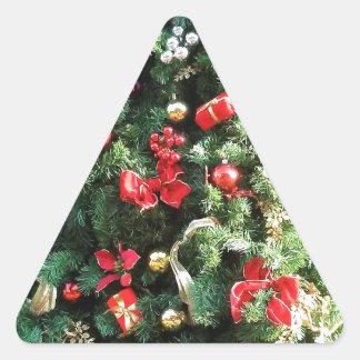 Árbol de navidad adornado colcomanias de triangulo