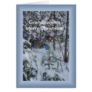 Árbol de navidad al aire libre adornado tarjeta de felicitación