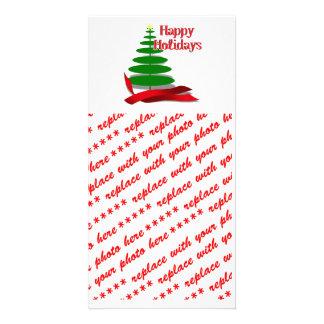 Árbol de navidad con la cinta roja tarjeta fotografica
