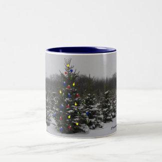 árbol de navidad con las luces taza