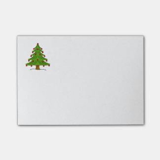 Árbol de navidad con los ornamentos rojos notas post-it®